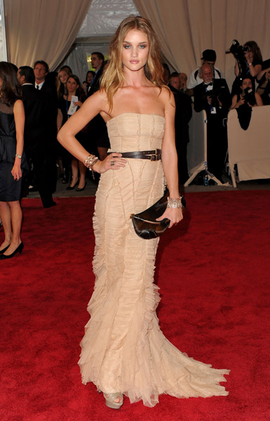 Rosie Huntington-Whiteley Red Carpet Style