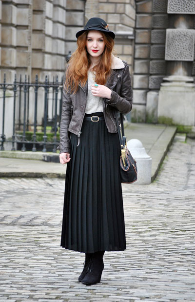 London Street Style - pleated skirt