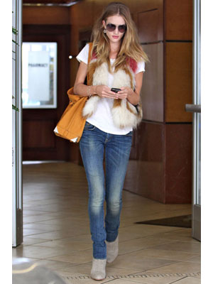 Rosie Huntington-Whiteley in White T-Shirt