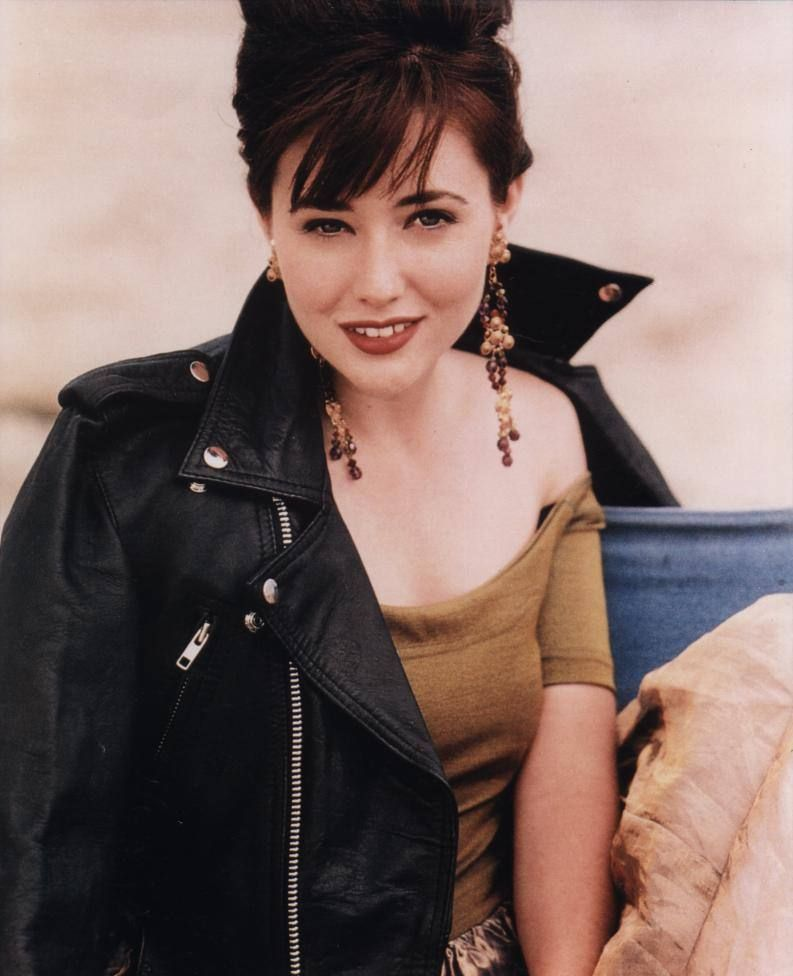 The '90s Beverly Hills 90210 Fashion - Brenda