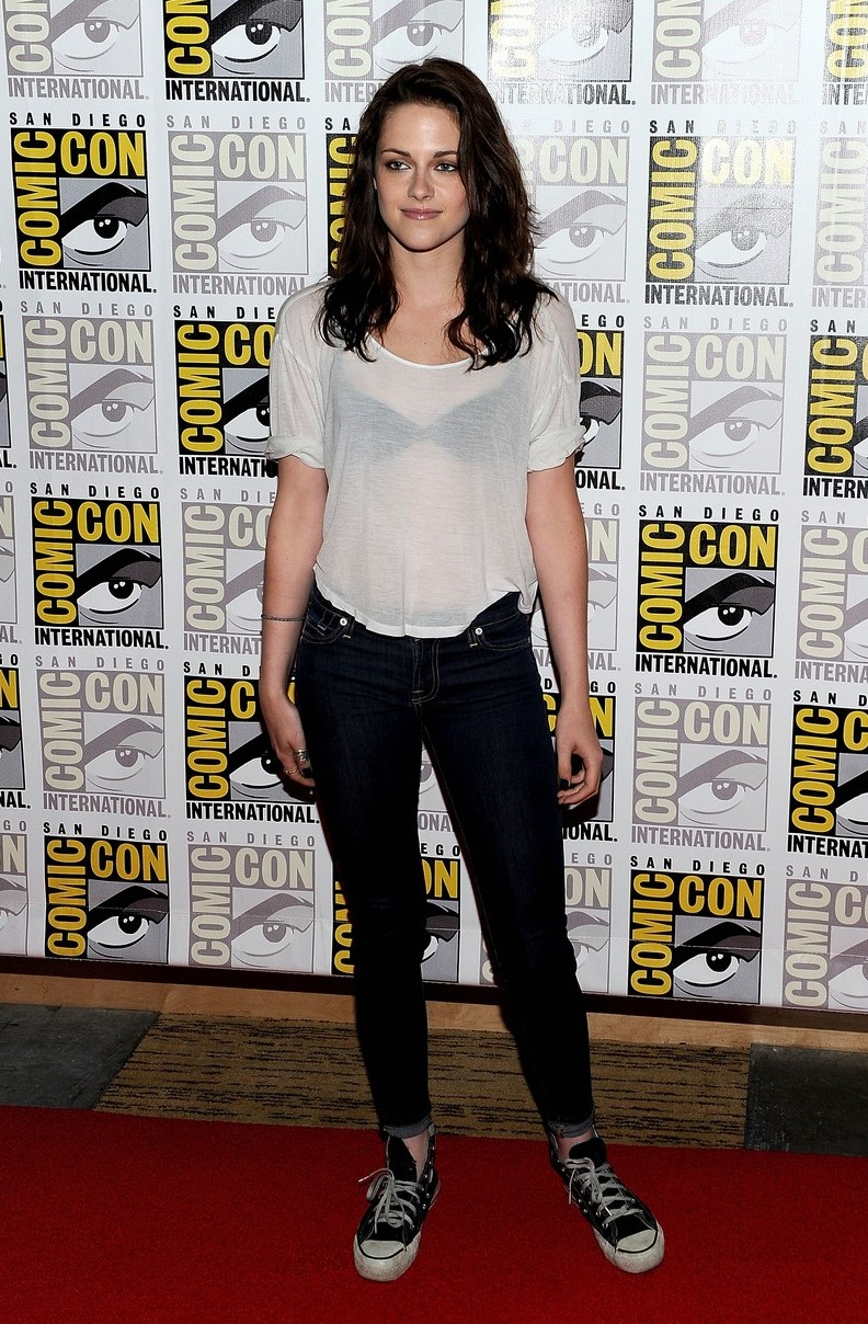 Kristen Stewart in White T-Shirt