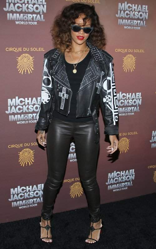 Rihanna '90s Fashion Grunge Style