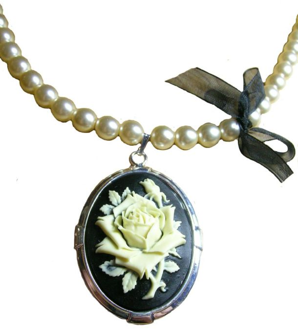 Cameo Vintage Necklace