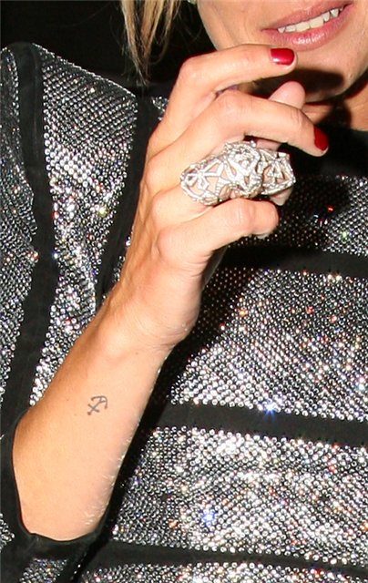 Kate Moss Style Icon - knuckle ring