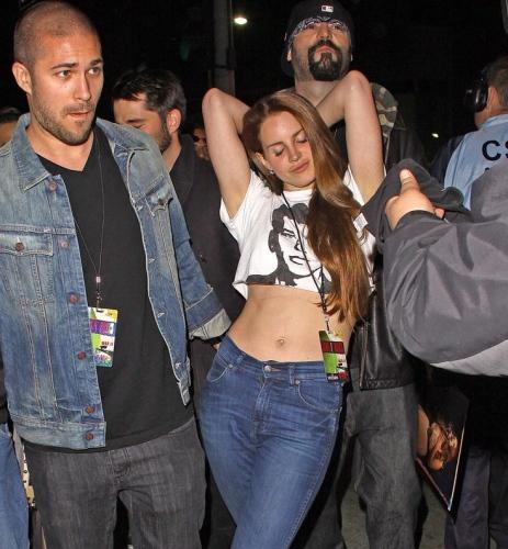 Lana Del Rey in cropped T-shirt