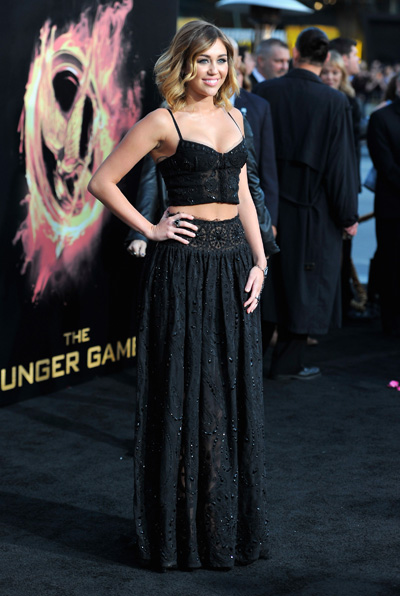Miley Cyrus baring midriff on Red Carpet