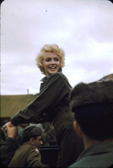 Merilin Monro Marilyn_monroe_korea_1954