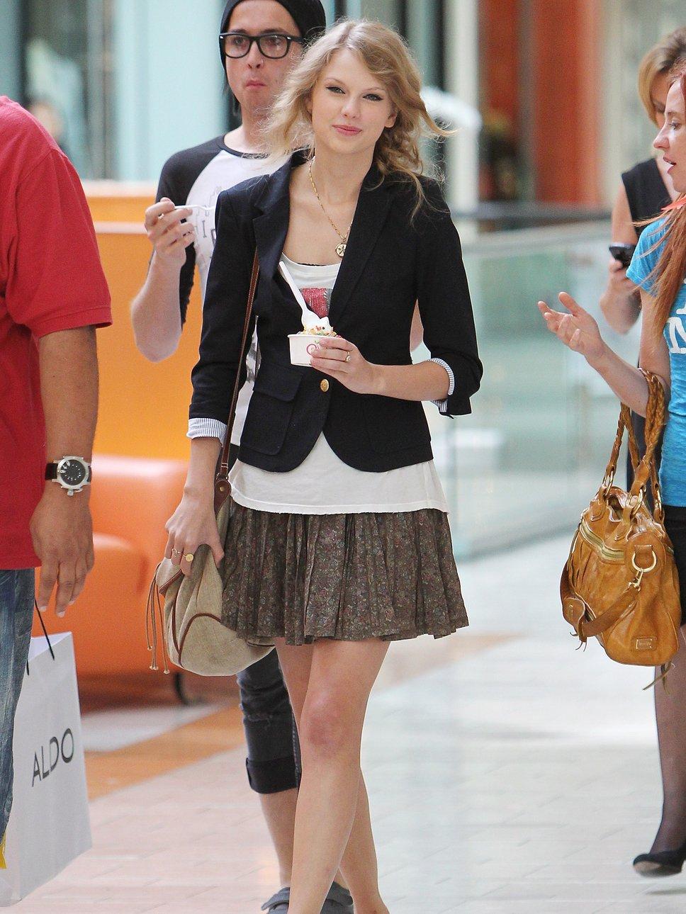 2012 Pleated Skirt - Taylor Swift