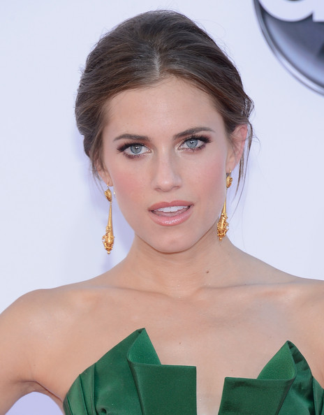 Allison Williams makeup & hair - 2012 Emmy Awards