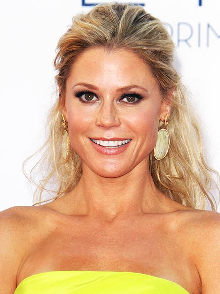 Julie Bowen makeup & hair - 2012 Emmy Awards