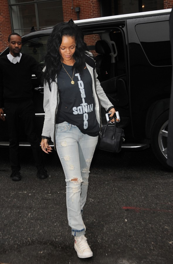Rihanna 39 S Style A Close Up At Her Fashion Choices Looks Fashion Tag Blog