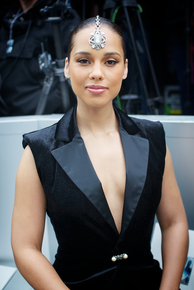 Alicia Keys Chanel Headpiece