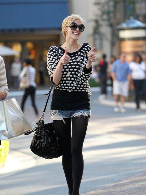 Ashley Simpson - cutoffs & tights