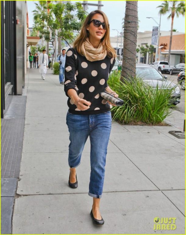Jessica Alba - Street Style - Sweater