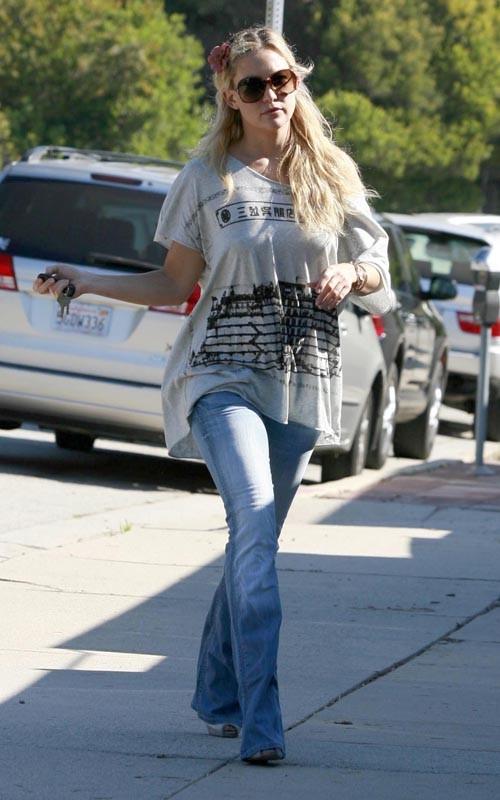 Kate Hudson - bell bottom jeans