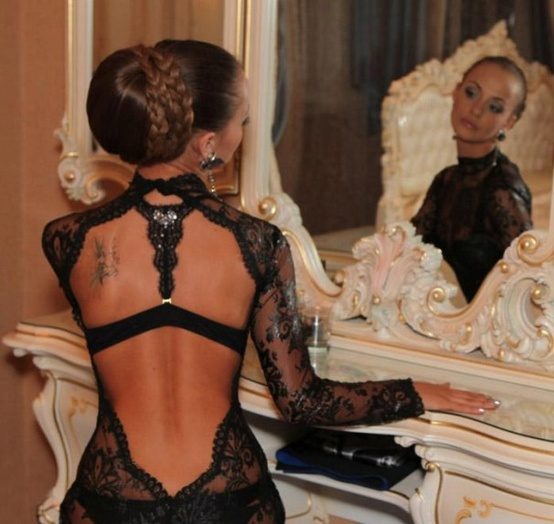 bare-back-lace-dress