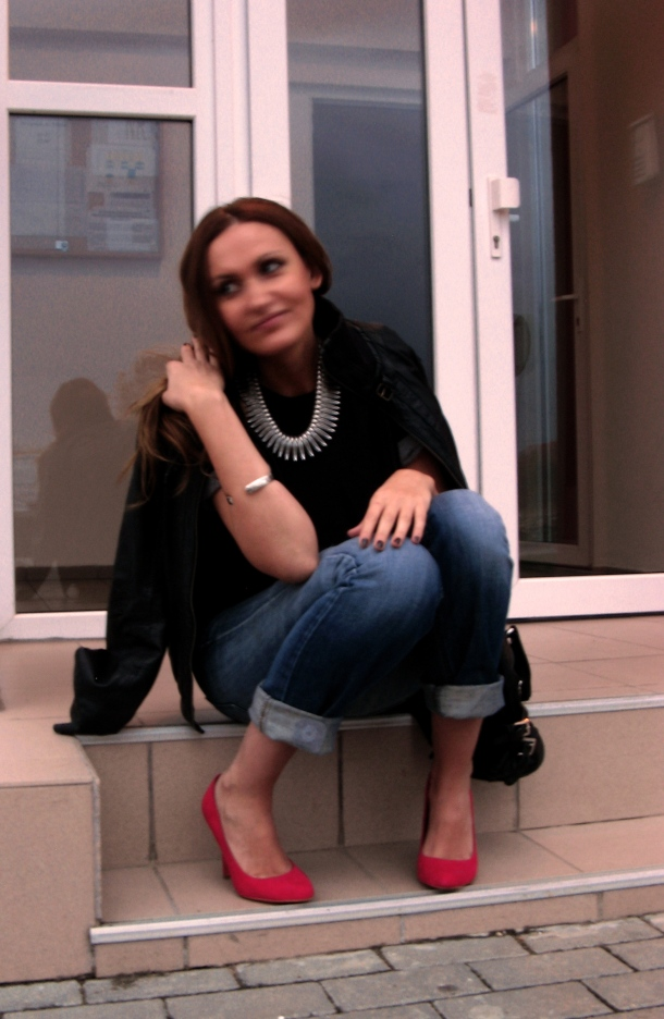 I'm wearing Silver Feather Necklace & bracelet with boyfriend jeans, black T-shirt, leather jacket & red heeled pumps