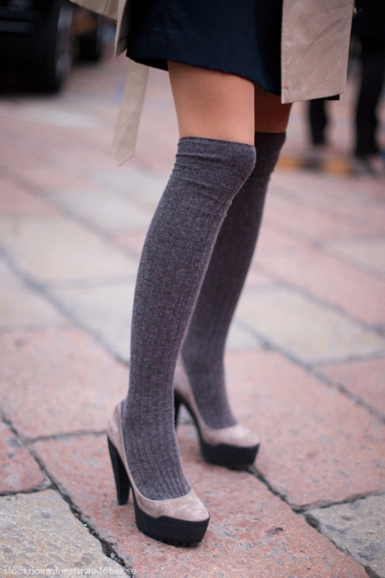 heeled-pumps-socks