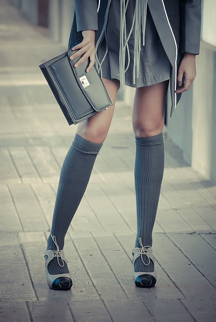 knee-socks-with-skirt