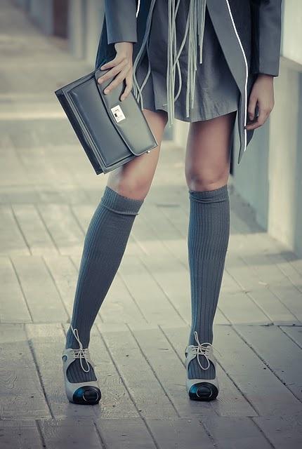 knee-socks-with-skirt