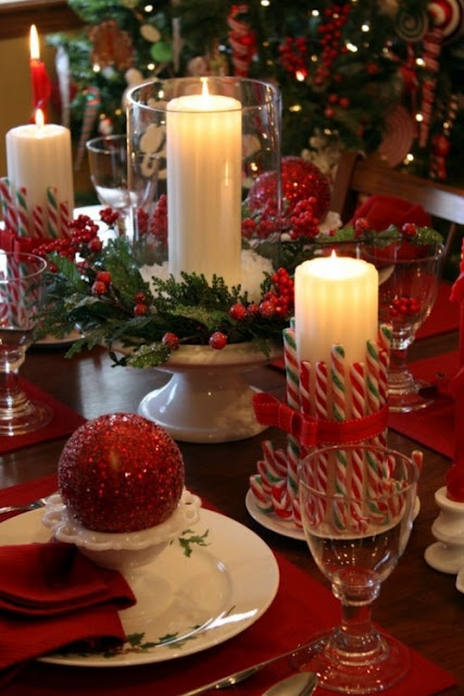 red-christmas-decorations-candles