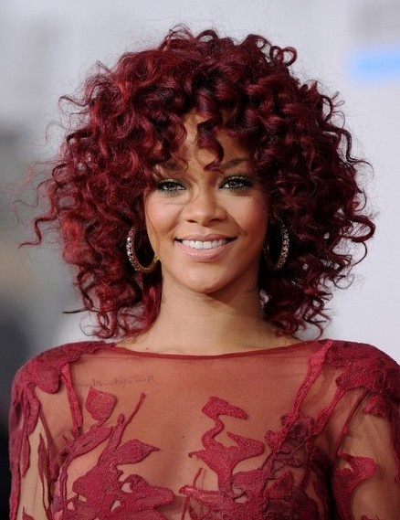 rihanna-curly-hairstyle