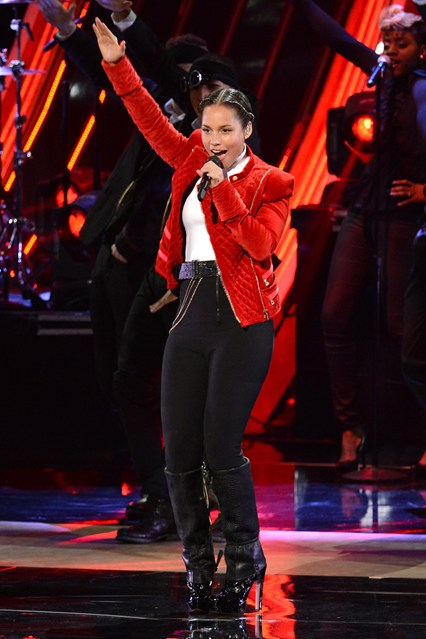 Alicia Keys Performing at the People's Choice Awards 2013