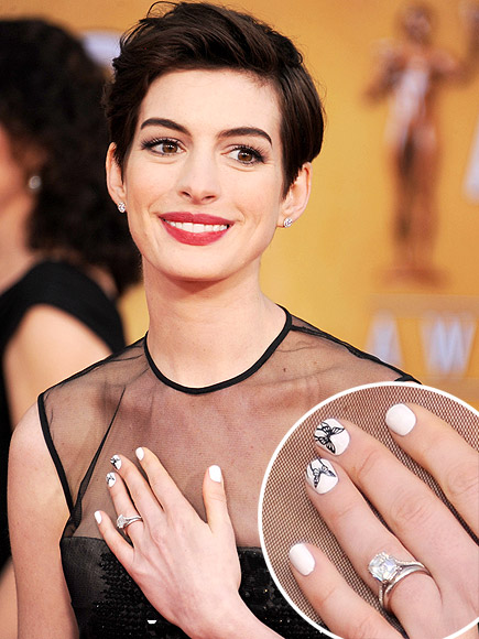 anne-hathaway-beauty-sag-2013