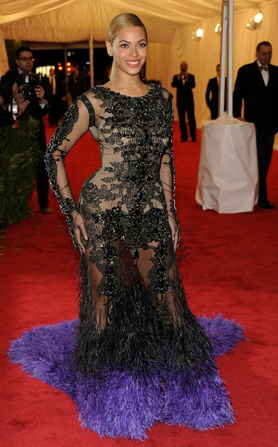 beyonce-red-carpet-met-gala