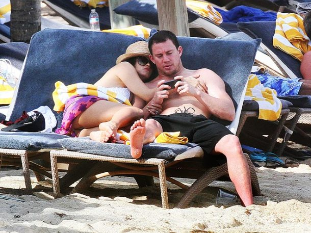 channing-tatum-2012-winter-holidays-beachjpg