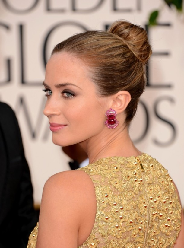 Emily-Blunt-Golden-Globes-2013-makeup-hair