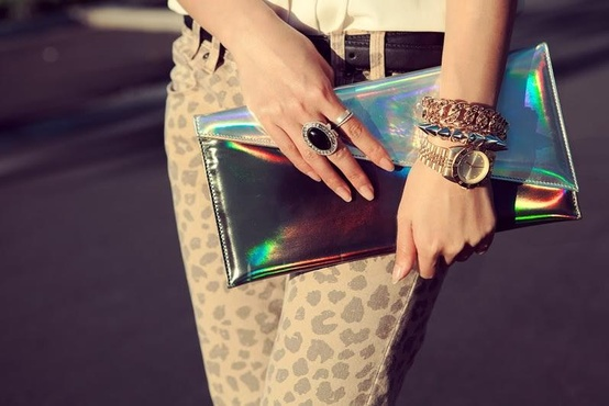 holographic-clutch