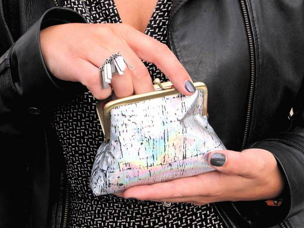 holographic-coin-purse-trend