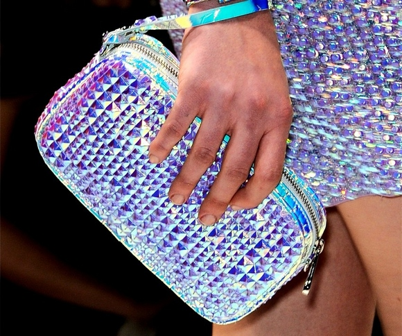 holographic-style-trend