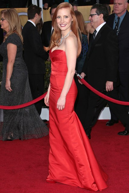 jessica-chastain-al-mcqueen-sag-red-carpet