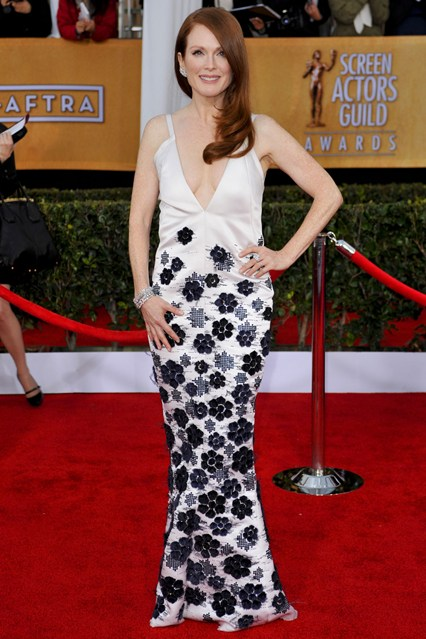 julianne-moore-sag-red-carpet-chanel