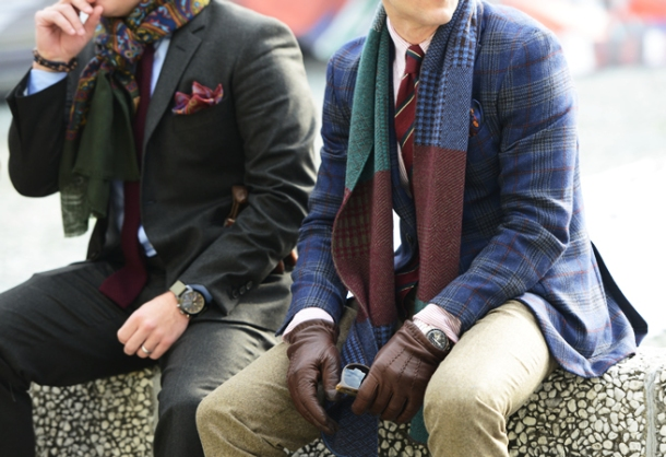 men-street-styles-plaid-blazers-gloves
