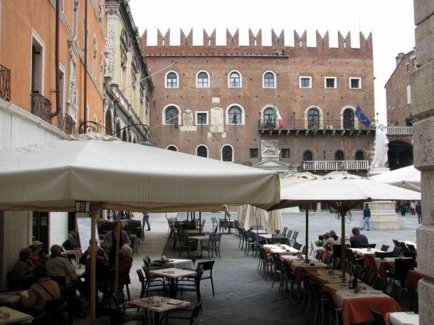 piazza-dei-signori-verona-italy+1152_12882140806-tpfil02aw-32726
