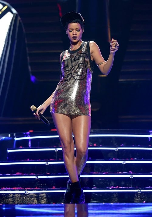 rihanna-stage-fashion
