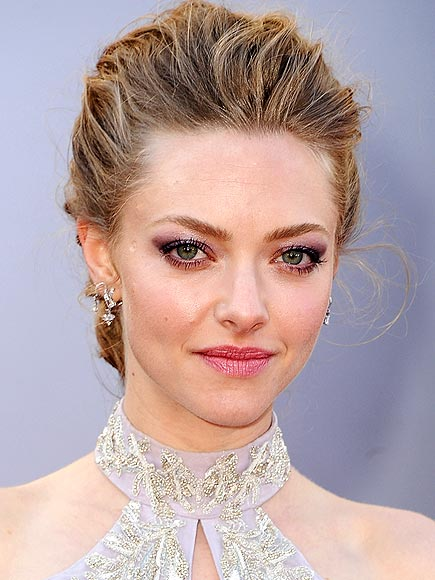 amanda-seyfried-oscars-2013-hair-makeup