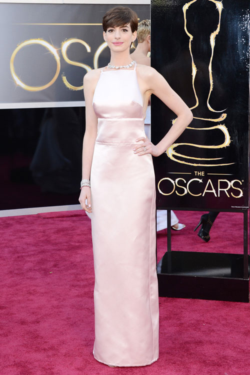 Anne-Hathaway-oscars-2013-red-carpet-prada