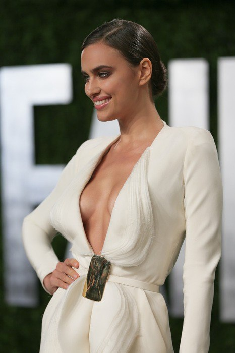 Irina-Shayk-vanity-fair-oscar-party-2013
