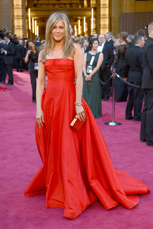 jennifer-aniston-oscars-2013-red-carpet