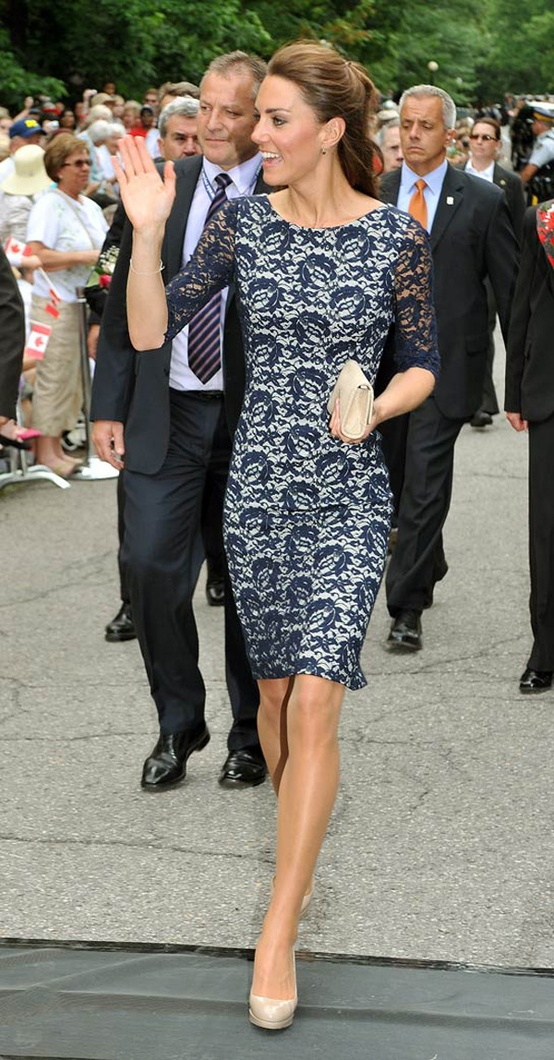 kate-middleton-lace-blue-dress