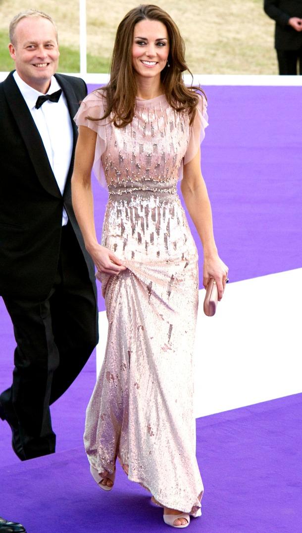 kate-middleton-white-dress-sparkles