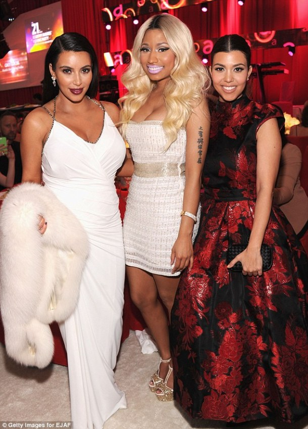 NICKI-MINAJ-KIM-KARDASHIAN-KOURTNEY-KARDASHIAN-OSCAR-2013-PARTY-vanityfair