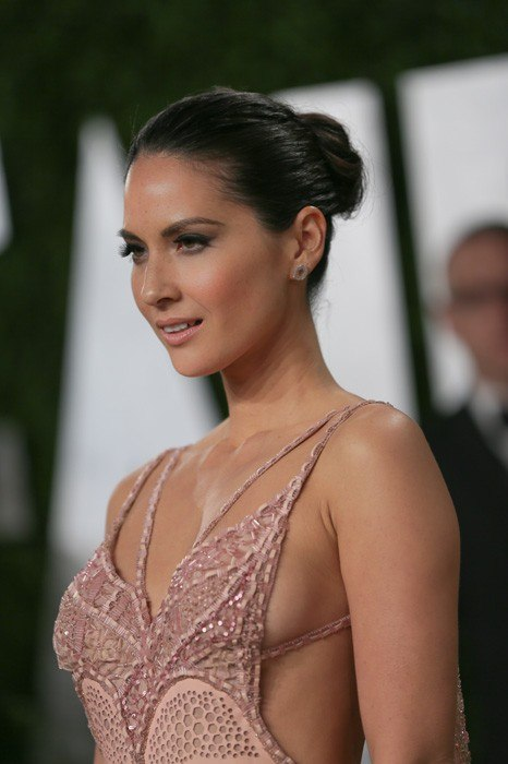 Olivia-Munn-vanity-fair-oscar-party-2013