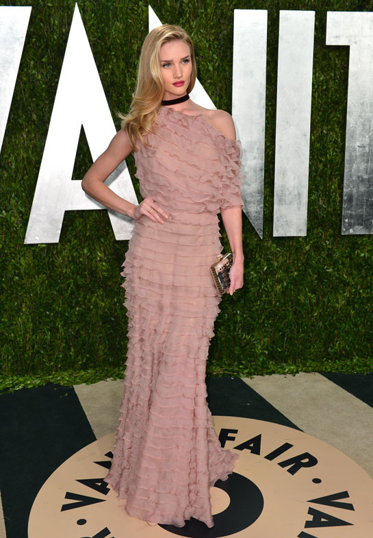 rosie_huntington_whiteley_en_valentino-oscars-afterparty