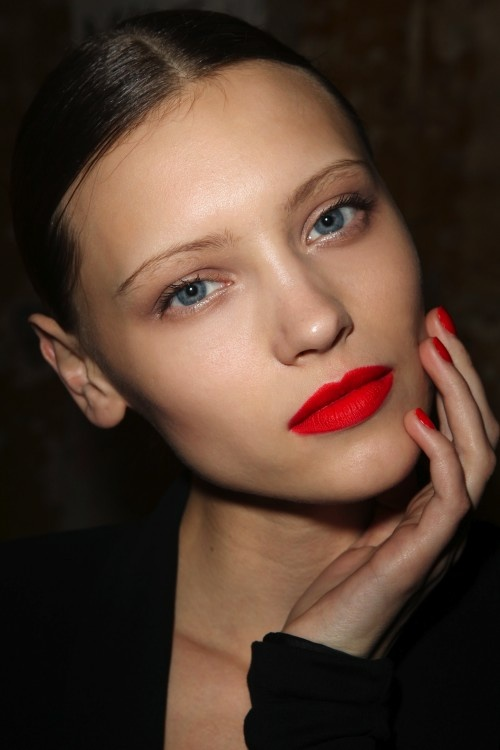 valentine's-day-makeup-red-lips