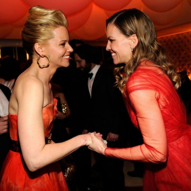 vanity-fair-oscar-party-2013-Elizabeth-Banks-Hillary-Swank